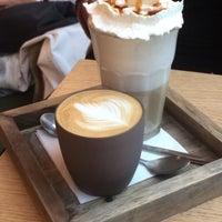 Foto scattata a Café Capitale da Alina H. il 10/8/2017