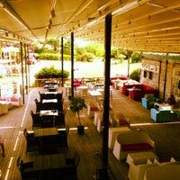 รูปภาพถ่ายที่ Cafe de mola โดย Serdar G. เมื่อ 6/18/2013