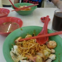 Photo taken at 132 Traditional Teochew Noodle by Simon O. on 5/25/2013