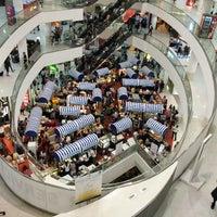 รูปภาพถ่ายที่ Tampines Mall โดย Simon O. เมื่อ 2/26/2013