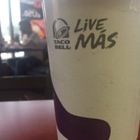 Photo taken at Taco Bell by Evelyn V. on 11/8/2014