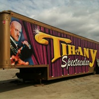 Photo taken at Circo Tihany Spectacular by Renatinha . on 8/14/2013