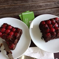 6/16/2013 tarihinde Kara P.ziyaretçi tarafından Starbucks'de çekilen fotoğraf