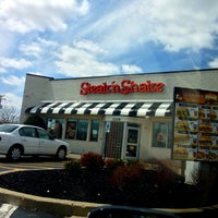 Photo taken at Steak 'n Shake by Peter R. on 4/24/2013