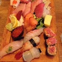 Foto tomada en Tomoe Sushi por Viola G. el 7/18/2014