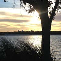 Foto tirada no(a) White Rock Lake Bike & Hiking Trail por Tim W. em 11/5/2012
