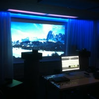 Photo taken at BLUE ROOM - Mix+Mastering Suite by Leber S. on 1/17/2013