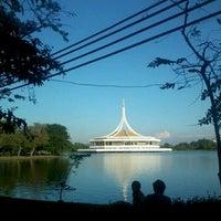Das Foto wurde bei Suanluang Rama IX von Pat S. am 1/10/2013 aufgenommen