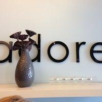 Das Foto wurde bei Adore Hair Studio von kate am 10/24/2012 aufgenommen
