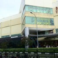 รูปภาพถ่ายที่ Tampines Mall โดย Wilton S. เมื่อ 1/3/2013