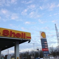 Photo taken at Shell Herfølge by Torben pardei boje S. on 1/24/2013