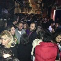 Foto diambil di Tektekçi Beyoğlu oleh Doğu K. pada 3/30/2013