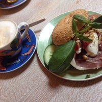 Photo taken at Bagels & Beans by Lieselot D. on 9/25/2014