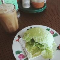 Photo taken at Kedai Kopi Dan Makanan Pak Haji by Nadirah D. on 1/13/2015