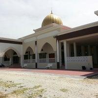 Photo taken at Masjid Kampung Kepayang by Annur A. on 6/13/2013
