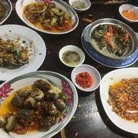 Photo taken at Ốc Đào Nguyen Trai by Kaede C. on 11/18/2017