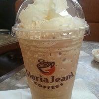 Photo taken at Gloria Jean's Coffees by Khaye C. on 9/24/2014