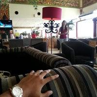 Photo taken at Singosari Lounge by Hendra N. on 3/31/2013