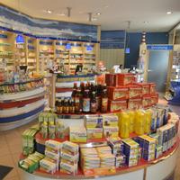 Das Foto wurde bei Aschenbachs Neue Ostsee-Apotheke von Business o. am 8/21/2017 aufgenommen