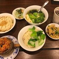 Das Foto wurde bei 老鄧擔擔麵 von Rayer S. am 10/26/2017 aufgenommen