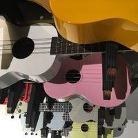 Photo taken at Peter Verspuy muziek by Pieter T. on 10/26/2016