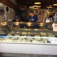 7/22/2017 tarihinde Yih-Jen K.ziyaretçi tarafından Ellenos Real Greek Yogurt'de çekilen fotoğraf