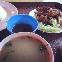 Foto diambil di Mancongkam Chicken Rice oleh Saiful Azuan K. pada 11/19/2012