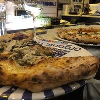Снимок сделан в Sorbillo Pizzeria пользователем Andy R. 4/19/2018