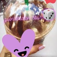 Foto tomada en Starbucks por Asma A. el 9/3/2018