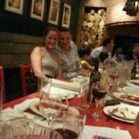 Foto scattata a Nicky's Firehouse Italian Restaurant & Pizzeria da Michele il 9/3/2015