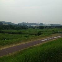 Photo taken at 府中多摩川かぜのみち by Mami O. on 7/13/2013