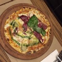 12/13/2015 tarihinde Ece Y.ziyaretçi tarafından Pizza Locale'de çekilen fotoğraf