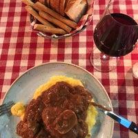Foto tirada no(a) Taverna Del Borgo Antico por Özge Ç. em 3/15/2018