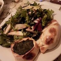 Foto tomada en Central de Pizzas por Jennifer A. el 5/17/2018
