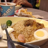 Photo taken at Jollibee by Suzette D. on 5/24/2014