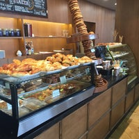 Photo taken at Simit House Cafe & Bakery by Burak Can P. on 8/26/2015