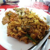 Photo taken at อาหารเจเหอซั่น by phanu w. on 6/19/2013