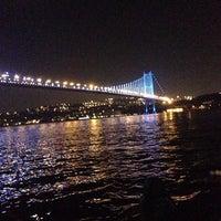 Foto tirada no(a) Ortaköy Sahili por Merve A. em 7/28/2013