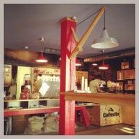 Das Foto wurde bei Cafesito von 4D OUTFITTERS Concept Store B. am 5/14/2013 aufgenommen