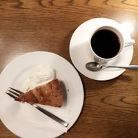Photo taken at La cour cafe by トワダ ナ. on 4/11/2017