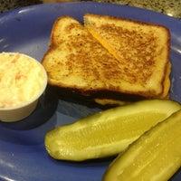 Das Foto wurde bei Astro Restaurant von Kimberly am 1/29/2013 aufgenommen