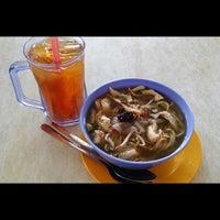 Photo taken at Restoran Gulai Wangi by Alan G. on 3/30/2014