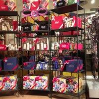 Foto tomada en Kiehl's por Julia W. el 11/25/2012