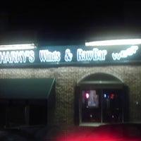 Foto tomada en Sharky's West Wing & Raw Bar por Lillian el 2/15/2013