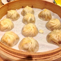 Photo taken at Din Tai Fung by Richard Y. on 12/24/2012
