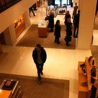 12/21/2012 tarihinde Aicha B.ziyaretçi tarafından Louis Vuitton'de çekilen fotoğraf