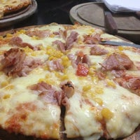 Photo taken at Pizzería El Sabor de Los 4 Quesos by Xavier P. on 7/14/2013