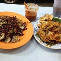 Photo taken at Restoran Ahwa 新青山亚华福建面 by Wyn on 6/10/2013