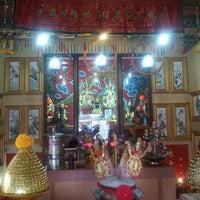 Photo taken at ศาลเจ้าพ่อเสือ แฮปปี้แลนด์ by An-Ant J. on 12/15/2013