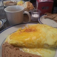 Photo taken at Bob Evans Restaurant by Jannis B. on 12/7/2013